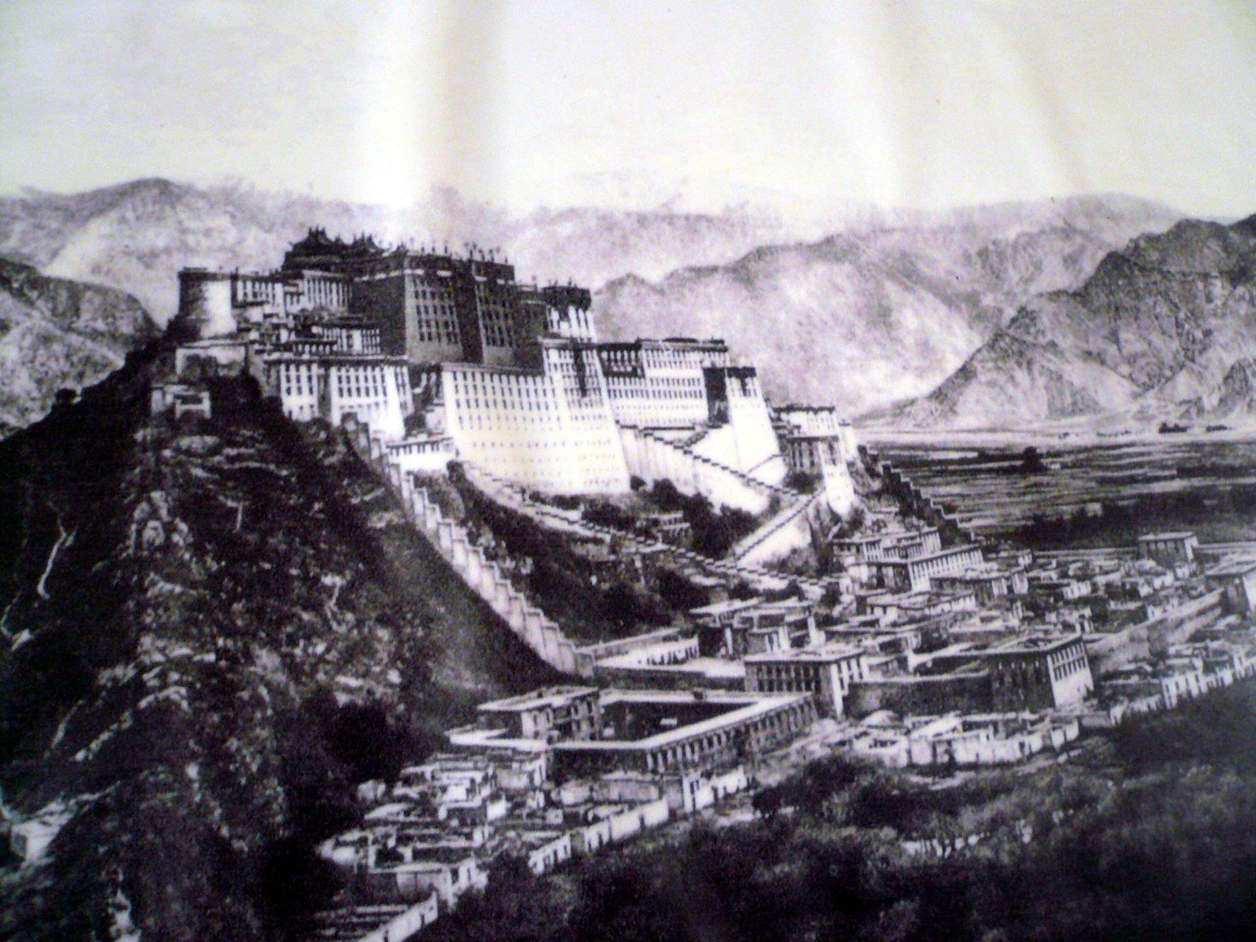 An old photo of how the original Potala Palace and its surrounding. Most of the administrative buildings below have been demolished to create roads and a musical fountain public square