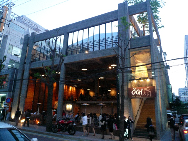 Apgujeong – Ladies Shopping & Dining Paradise